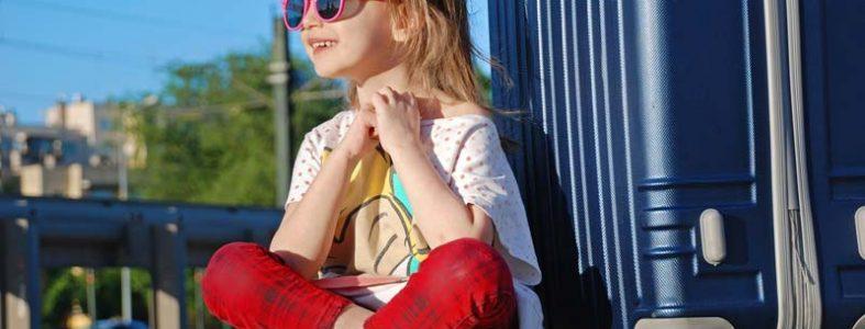 los niños deben llevar gafas de sol