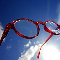 El Filtro Azul que usamos en las gafas nos protegen de la luz Azul emitida por los rayos del sol y sobre todo por los aparatos electrónicos