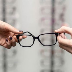 Tener un cambio de anteojos, a veces es totalmente necesario, pues como todo objeto, estos se van desgastando